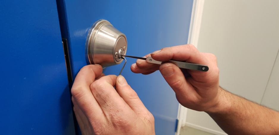 How much does a locksmith cost to unlock a house door in Melbourne, Australia?